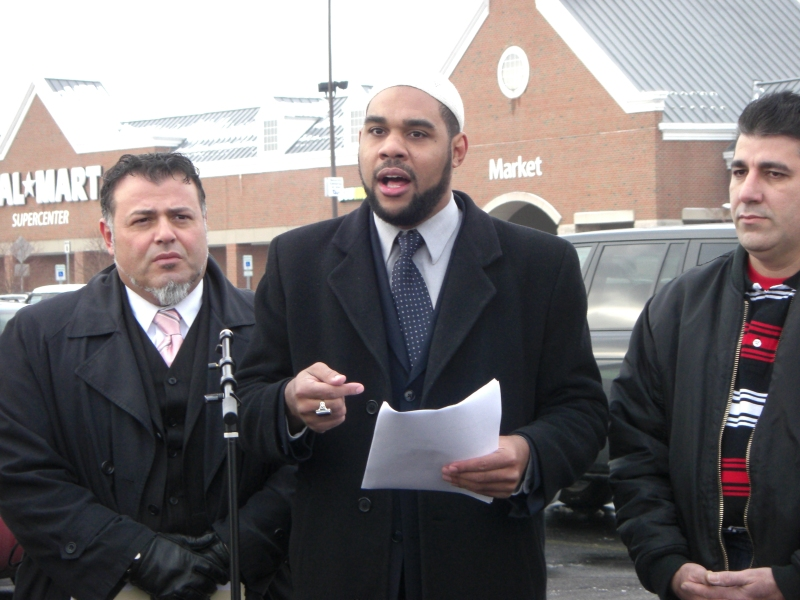 Dawud Walid speaks about alleged anti-Muslim discrimination at Wal-Mart